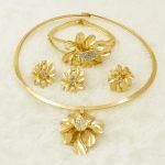 Dubai African Fashion Women's Party <b>Jewelry</b> Set Golden Flower Pendant Necklace Bride Wedding Crystal <b>Jewelry</b> <b>Accessories</b> AAAAA