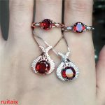 KJJEAXCMY boutique jewels 925 pure <b>silver</b> inlaid with natural garnet female pendant ring 2 pieces of jewelry.