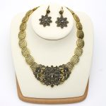 Sexy <b>Antique</b> Gold Color Necklace Alloy Bronze <b>Jewelry</b> Women Crystal Yellow Flower Strong Color Necklaces Noble Bride Bijoux