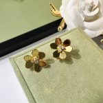 Hot new Brand <b>Jewelry</b> pure 925 sterling silver exquisite Trifoliate flower stud earrings for women <b>Accessories</b> Bijoux Gifts