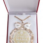 """NEW glittering <b>jewelry</b> Bowknot rhinestone necklace Letter pendant MEDALS.Medal of the velvet box """"mom""""Members of the family has"""