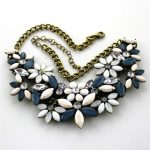 Free shipping woman new fashion <b>jewelry</b> Retro <b>antique</b> bronze flower pendant necklace short necklace Accessories lady