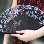 19cm classical Chinese style women's silk <b>antique</b> folding fan silk wind Japanese folding gift fan fanFree shipping