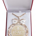 """10 anniversary .exquisite glittering <b>jewelry</b> Bowknot rhinestone necklace MEDALS.MEDALS in velvet box """"tin wedding. 10 years"""""""