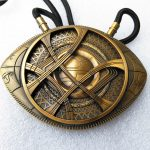 1:1 High Quality Doctor Strange Necklace Eye of Agamotto Amulet <b>Antique</b> Bronze Pendant Long Necklace Cosplay <b>Jewelry</b>