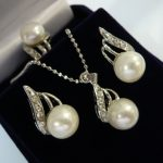 Prett Lovely Women's Wedding wholesale lady's elegant silver plated white shell pearl beautiful design earrings pendant necklace