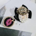 SONGDANWYF Fashion Trend Classic Luxury Red Lips Simulated Pearl Rhinestone Crown Brooch Pin Up <b>Jewelry</b> Costume <b>Accessories</b> 2018