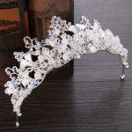 2017 New Vintage Silver Crystal Bride Crown Hair <b>Jewelry</b> Handmade Pearl Rhinestones Queen Wedding tiara Hair Accessories HG222