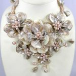 New Arriver Flower <b>Jewelry</b> <b>Handmade</b> Choker Necklace Beaded <b>Jewelry</b> Freshwater Pearl Shell Bib Statement Flower Necklace