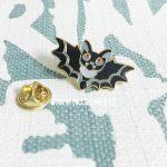 2017 New Black Bats Enamel Pins Badge 30mm Halloween Bat Lapel Pin Cute Vampire Kawaii Spooky Brooch <b>Jewelry</b> Spoops Metal Craft
