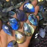 Free shipping Wholesale <b>supply</b> of natural blue moonlight labradorite hang drop punch send rope sings blue light 1pc